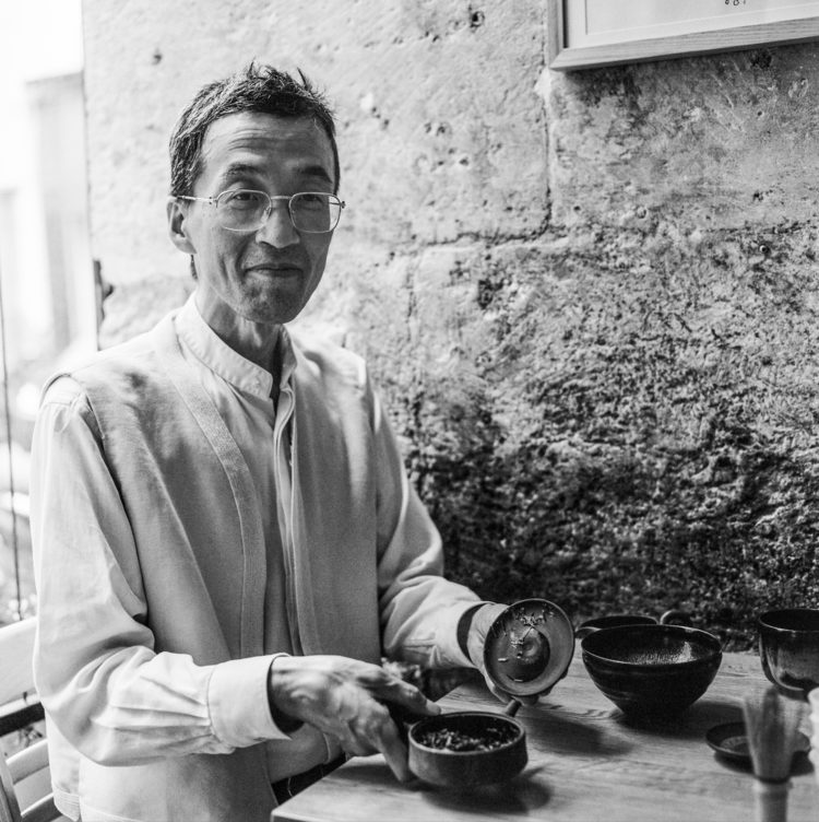 Chez TOMO, un thé avec Kakegawa Yasuharu